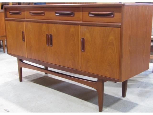 dresse g plan design des années 70 en teck a trois tiroirs et quatre portes
